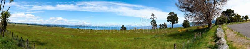 雪加盖了鲁阿佩胡山峰顶由云彩盖了 免版税库存图片
