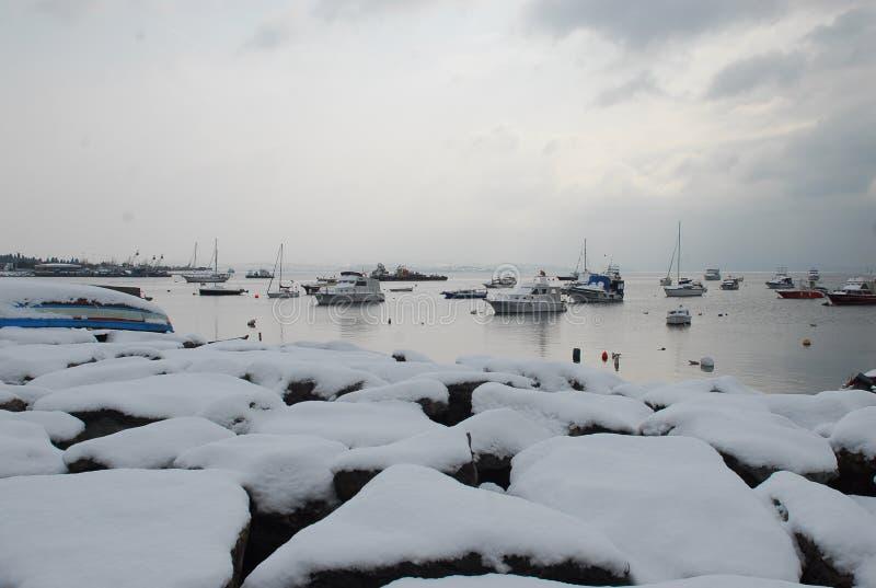 雪和小船 库存照片