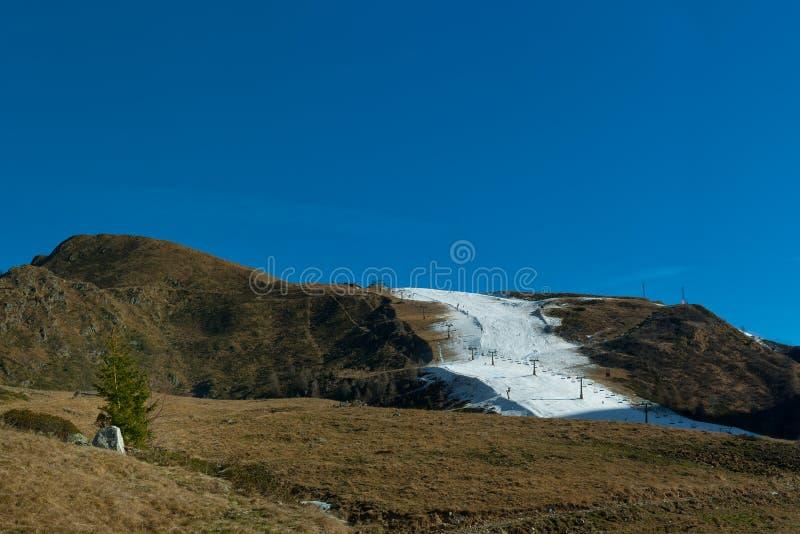 滑雪在人为轨道 库存照片