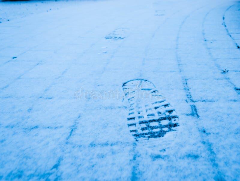 雪奔跑耐克墙纸bakground 免版税库存照片