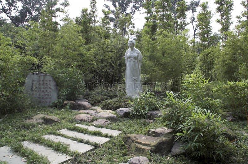 雪山北峰陶雕象在庆祝标记朝代女性诗人的一个竹树丛望江楼公园 库存照片