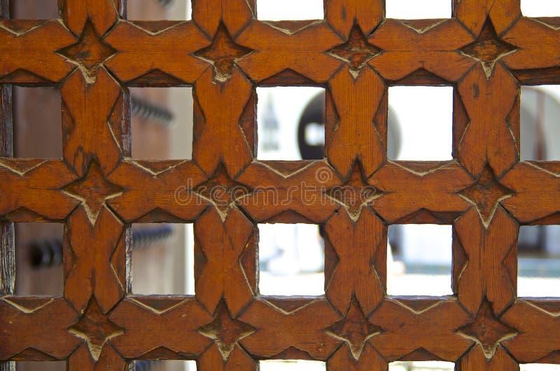 雪松木头被雕刻的摩洛哥门 库存图片