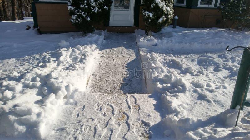 雪涂层在地面上的! 免版税库存图片