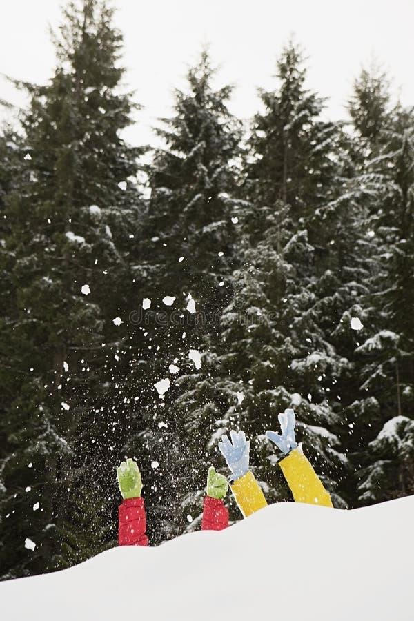 Download 雪的人们 库存图片. 图片 包括有 腋窝, 现有量, 偏差, 兴奋, 自由, 人们, 节假日, 享受, 休闲 - 62533851