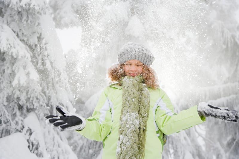 Download 雪的女孩 库存图片. 图片 包括有 加拿大, 手套, 摄影, 逗人喜爱, 女孩, 编织, 前面, 乐趣, 寂寞 - 62534629