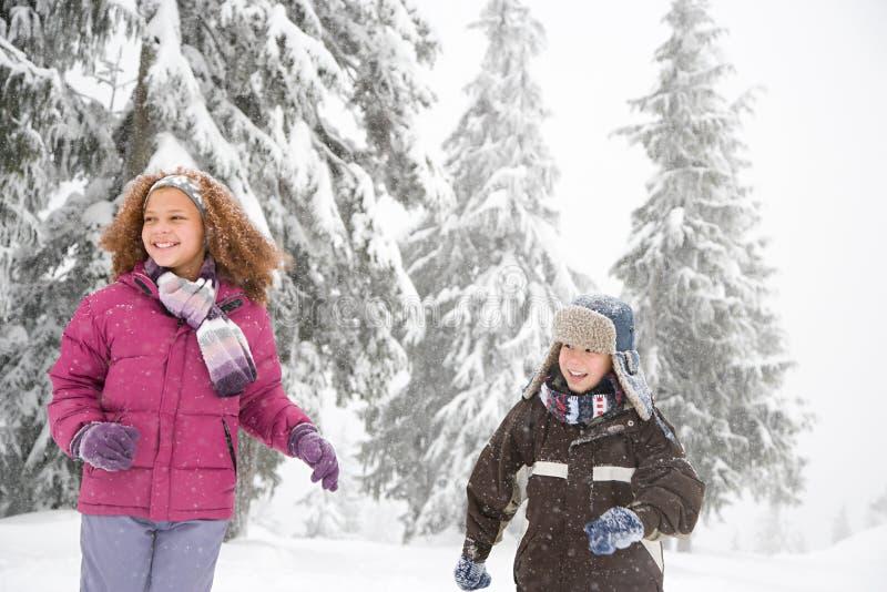 Download 雪的孩子 库存照片. 图片 包括有 种族, 冻结, 手套, 冷颤, 冷杉, 大使, 测试, 节假日, 帽子 - 62534606