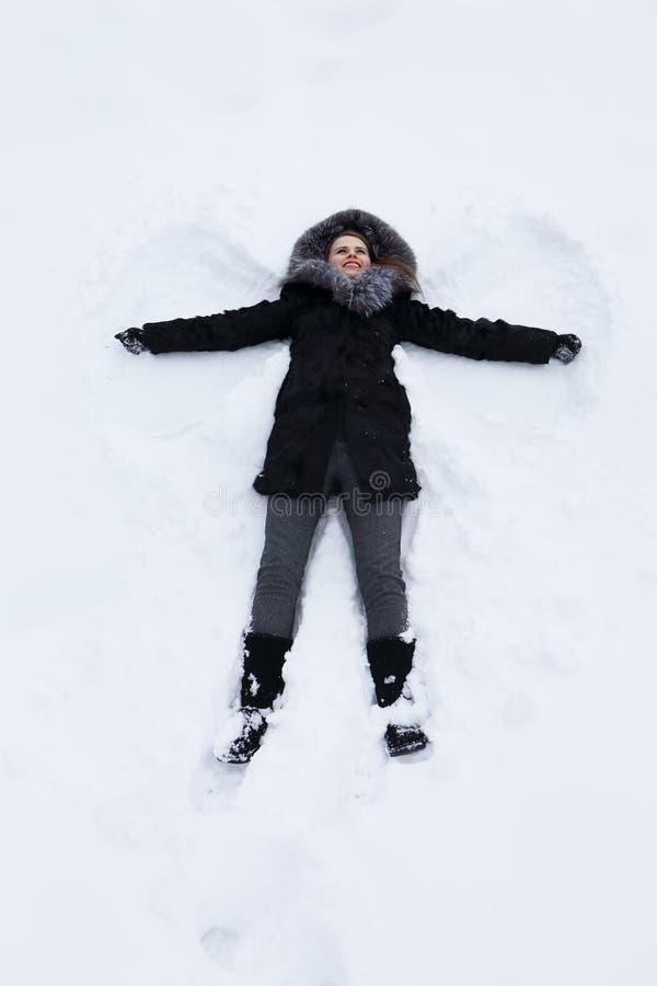雪的少妇 免版税库存图片