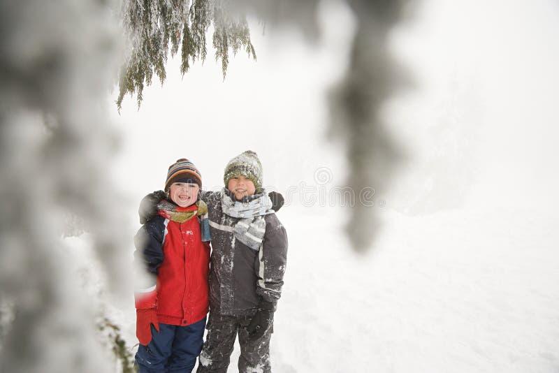 Download 雪的男孩 库存图片. 图片 包括有 干净, 逗人喜爱, 男朋友, 种族, 旅途, 幸福, 冻结, 佛教, 白种人 - 62534687