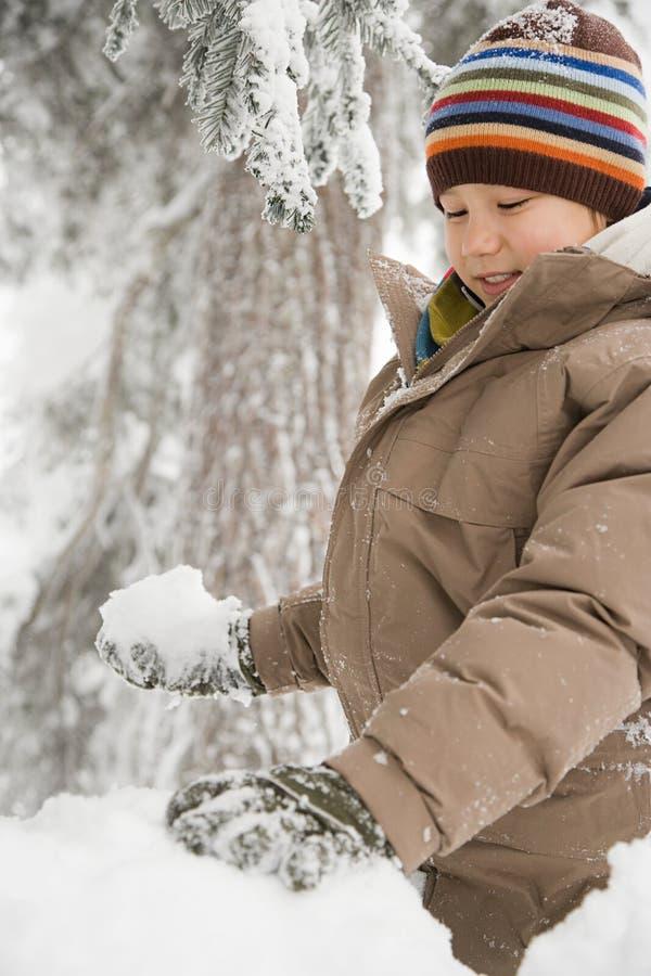 Download 雪的男孩 库存图片. 图片 包括有 无辜, 混杂, 冷杉, 编织, 逗人喜爱, 滑稽, 男朋友, 冒险家 - 62534805