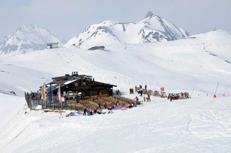 滑雪者在滑雪区域 图库摄影