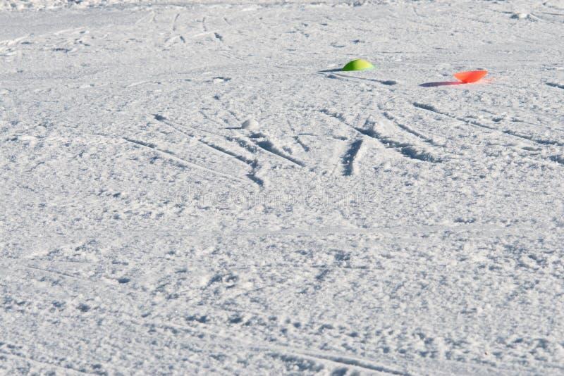 雪背景滑雪倾斜 免版税库存图片