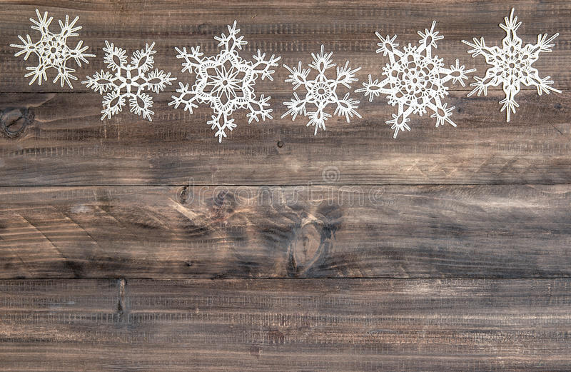 雪花毗邻在木背景 圣诞节装饰装饰新家庭想法 免版税库存照片