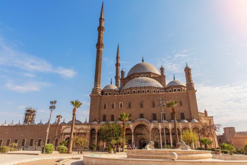 雪花石膏清真寺在开罗,好天气视图 库存照片