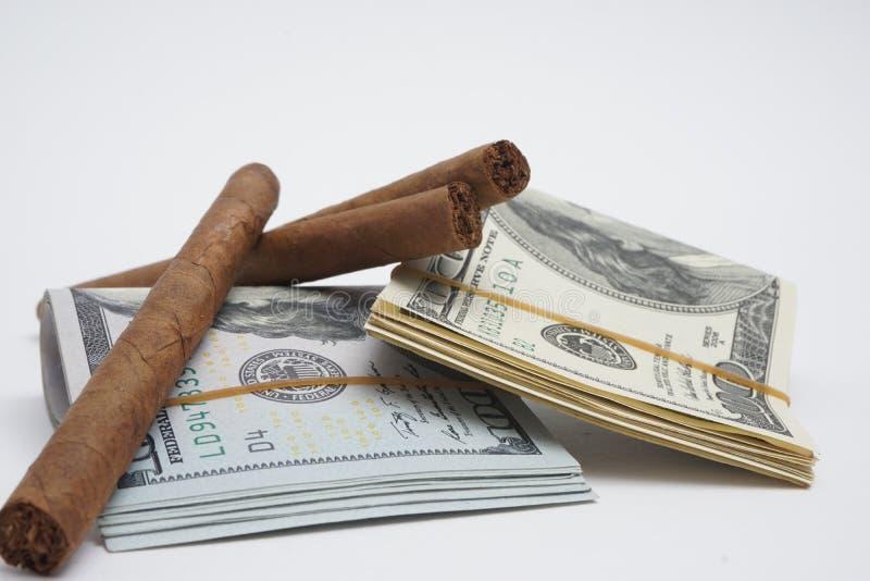 雪茄和现金 免版税库存图片