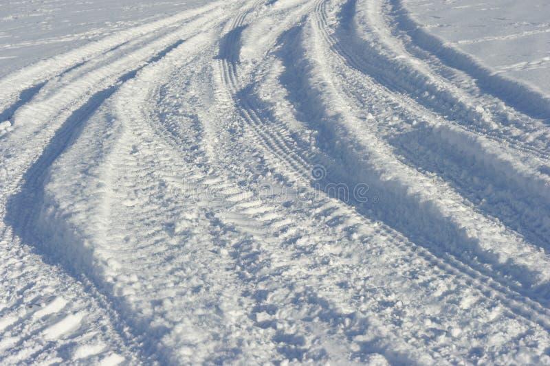 雪跟踪拖拉机 免版税库存图片