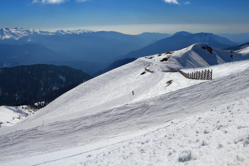 滑雪轨道和山在罗莎Khutor 2014 2018场杯子比赛奥林匹克俄国索契冬天世界 免版税图库摄影