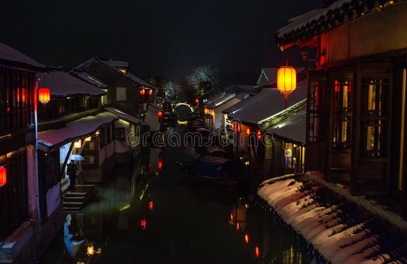 雪黑暗的安静的中国古老水镇村庄,周庄,苏州 免版税图库摄影