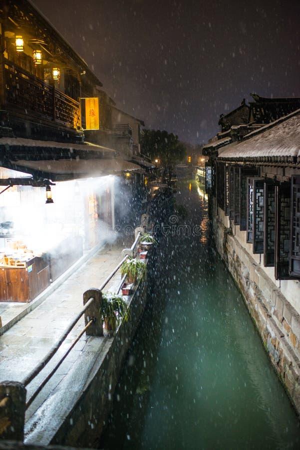 雪黑暗的安静的中国古老水镇村庄,周庄,苏州 图库摄影