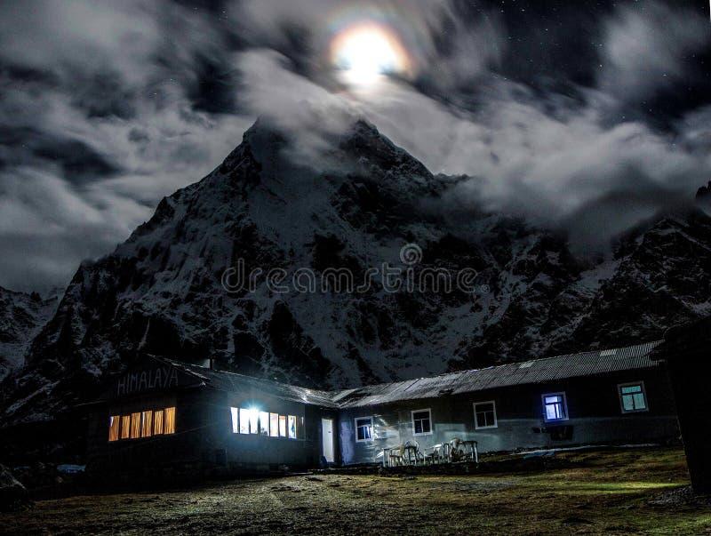 雪zonglha的山议院 库存照片
