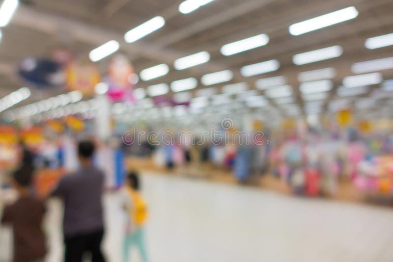 零售店抽象模糊的背景在商城的 免版税库存图片