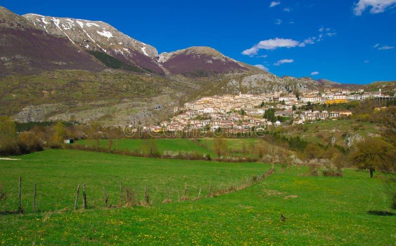 巴雷亚村庄在意大利亚平宁山脉 库存图片