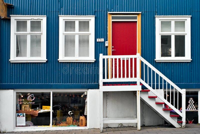 雷克雅未克,冰岛- 2008年7月:议院门面 库存图片