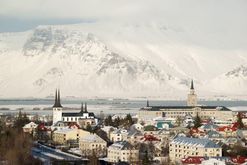雷克雅未克,雪鸟瞰图从Perlan的在冬天加盖了山,冰岛 图库摄影