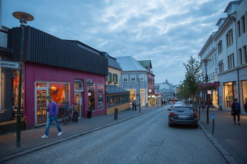 雷克雅未克, ICELAND-AUGUST 4 :镇街道4日2013年在雷克雅未克, 库存照片
