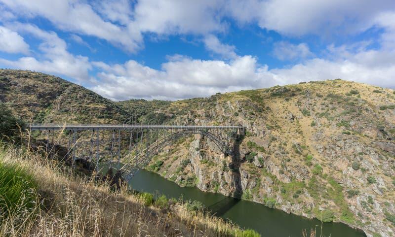 雷克霍铁桥梁、卡斯提尔和利昂,西班牙宽看法  免版税库存图片