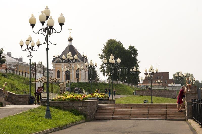 雷宾斯克,俄罗斯,2016年7月27日:伏尔加河的Embanknkment有在历史建筑的看法 库存照片