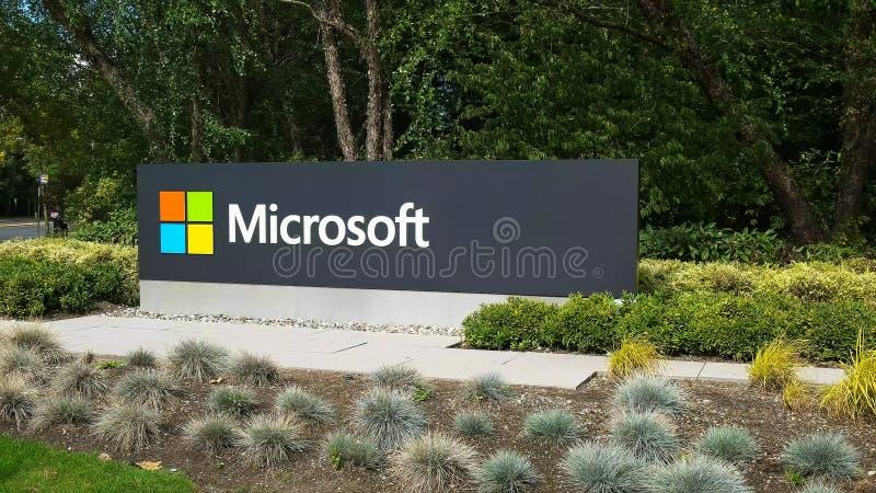 雷德蒙德,华盛顿,美国2015年9月3日:微软标志外视图在街道上的在雷德蒙德 免版税库存图片