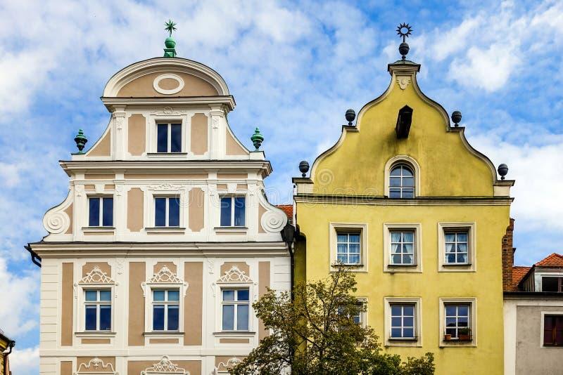 雷根斯堡,德国- 2016年7月,09:历史的建筑学门面和山墙在雷根斯堡 库存图片