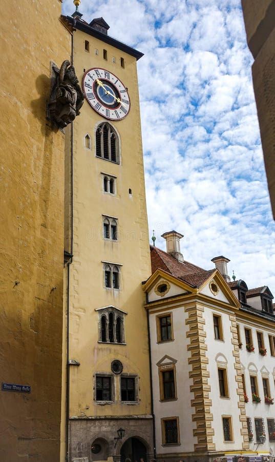 雷根斯堡,德国- 2016年7月,09:城镇厅的尖沙嘴钟楼 免版税库存图片