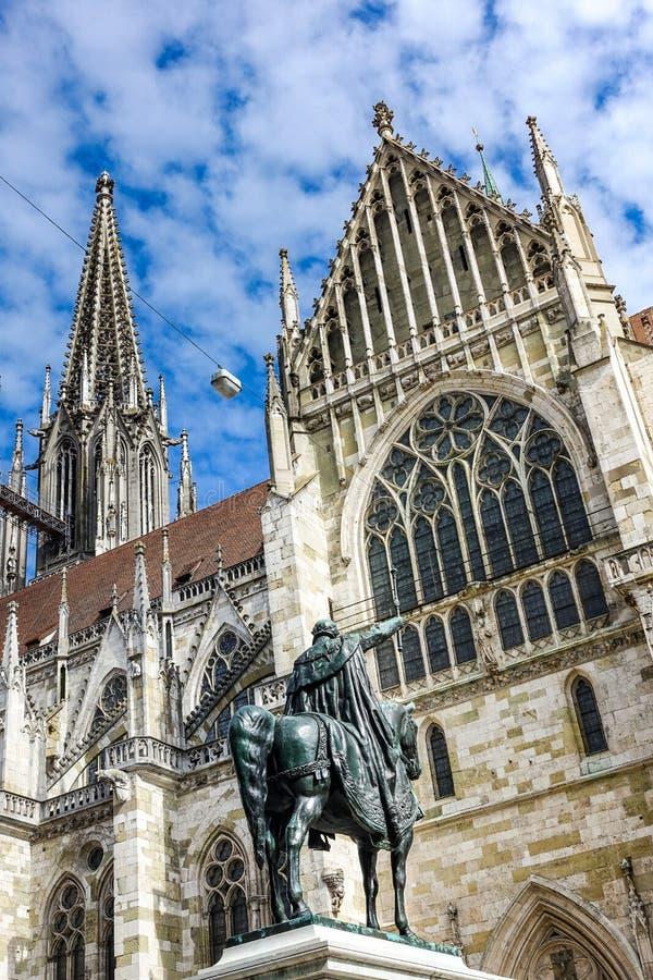 雷根斯堡,德国- 2016年7月,09:德语的雷根斯堡主教座堂:Dom圣皮特圣徒・彼得或Regensburger Dom,致力圣皮特圣徒・彼得, 免版税库存照片