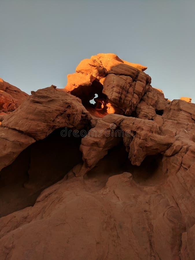 雷石东在火国家公园谷的窗口图,NV 库存图片