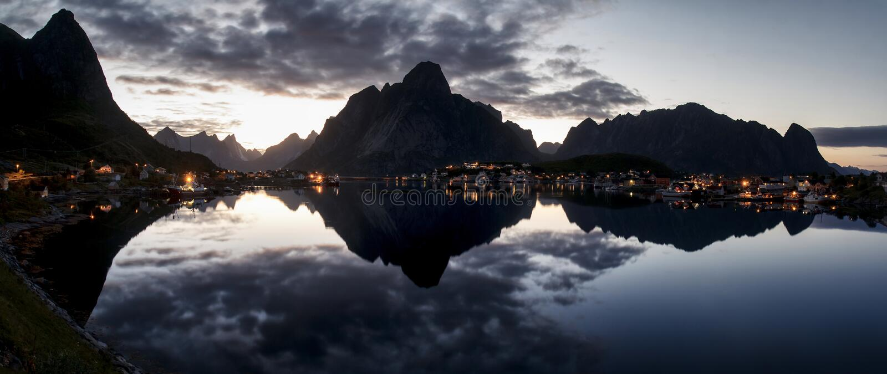 雷讷地平线, Lofoten海岛 免版税库存照片