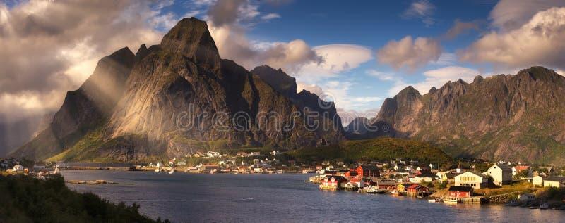 雷讷,挪威, Lofoten海岛夏天全景  图库摄影