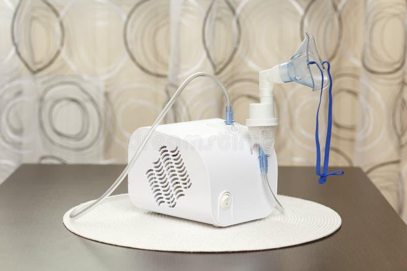 雾化器用于执行疗程对人 免版税图库摄影
