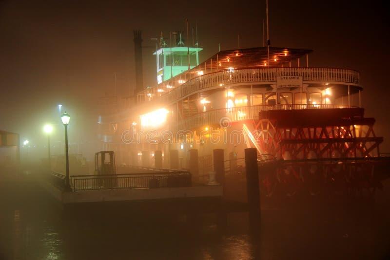 雾密西西比paddleboat河 库存照片
