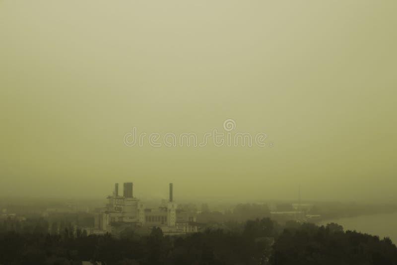 雾的城市 免版税库存图片