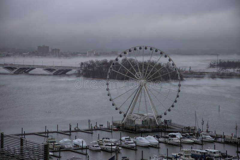 雾覆盖波托马克河 图库摄影
