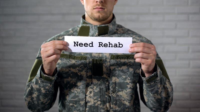 需要在标志写的修复词在男性战士,社会支持的手 免版税库存照片