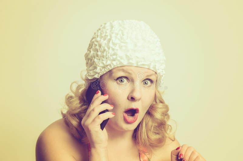 震惊少妇谈话与某人 库存图片