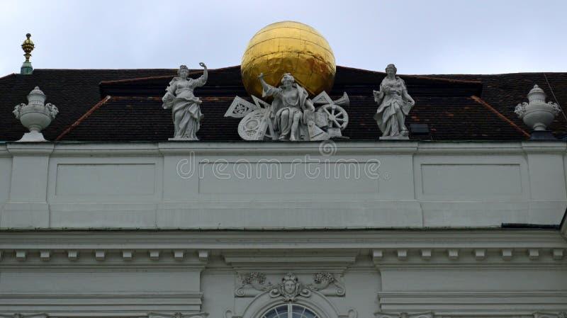 霍夫堡宫国立图书馆屋顶细节维也纳 免版税库存图片