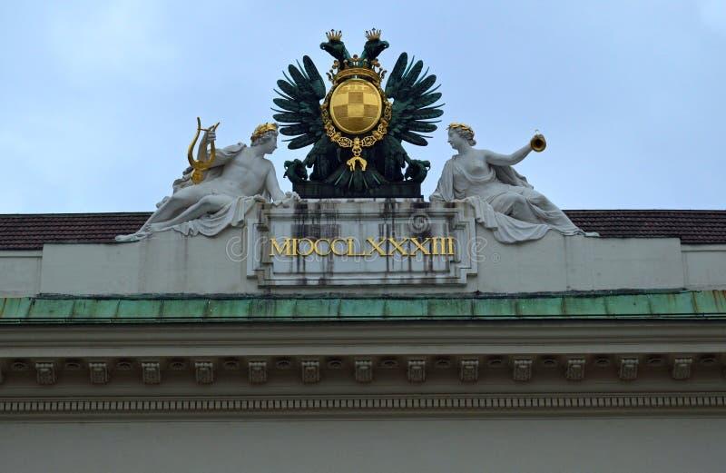霍夫堡宫国立图书馆屋顶细节维也纳 库存图片