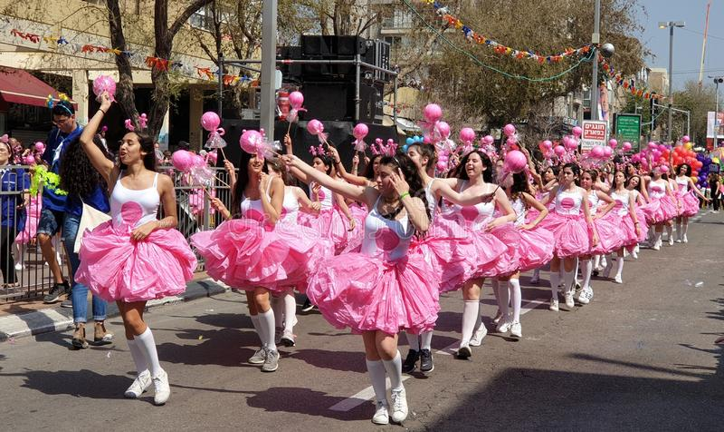 霍隆,以色列- 2019年3月21日 犹太假日普珥节,欢乐队伍Adloyada 免版税库存图片