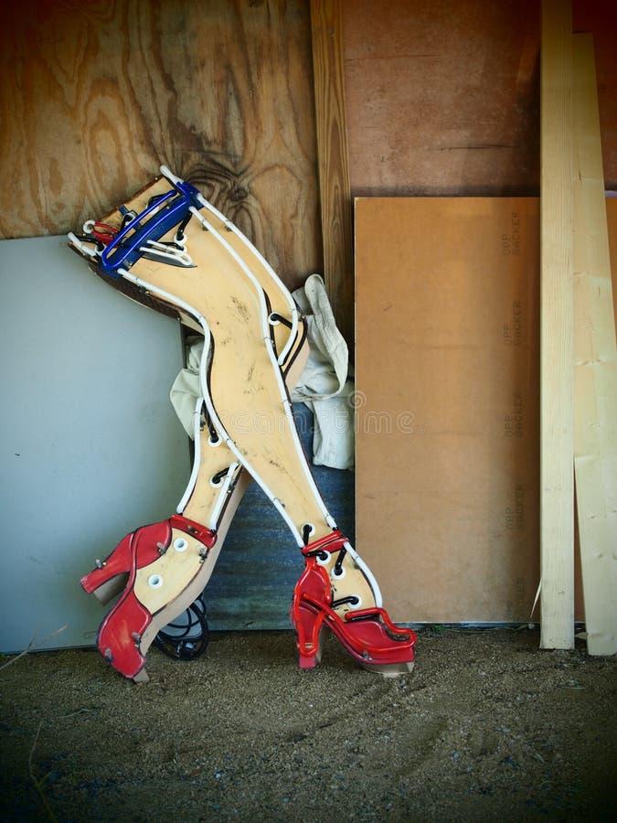 霓虹减速火箭的妇女` s腿在奥斯汀得克萨斯 库存照片