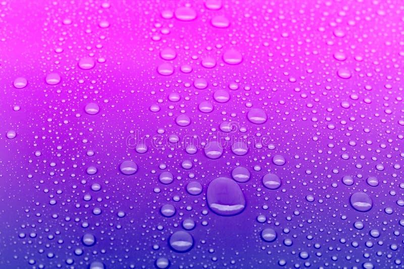 霓虹色的水投下背景 库存照片