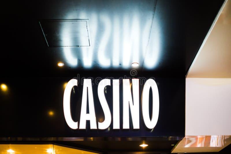 霓虹赌博娱乐场标志 免版税库存图片