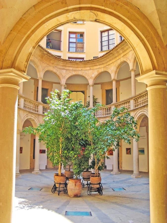 露台在历史名城伯尔马de Majorca 免版税图库摄影
